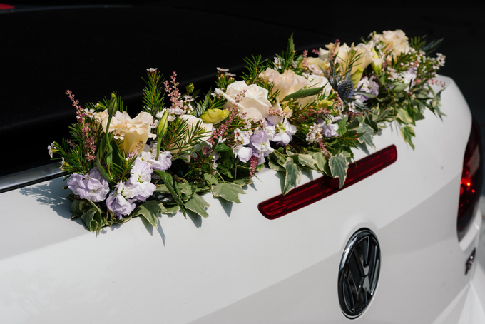 Bridal car engagement photoshoot  by Liz Florals - 005