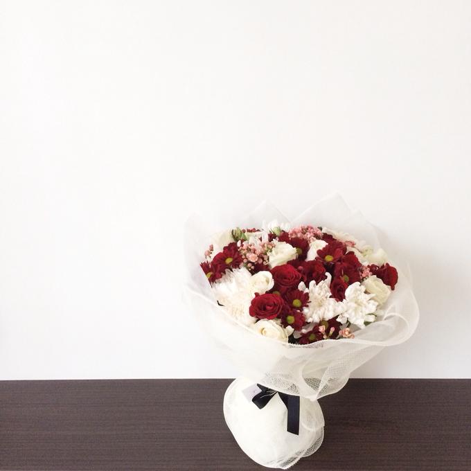 Classic Red (Wrapped Bouquet) by Fleur de Lis - 001