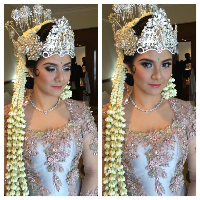 Wedding make up for Tara Rawindra (Javanese Paes& Padang) and Kathya Paramitha (National) by Yoga Septa Make Up Artist - 031