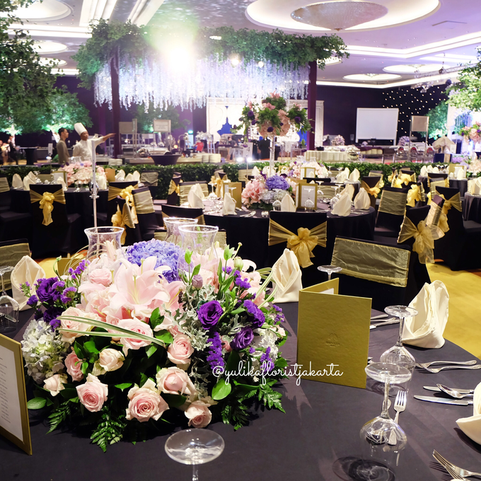 Raffles hotel vip table arrangement by yulika florist decor add to board raffles hotel vip table arrangement by suryanto decoration 002 junglespirit Images