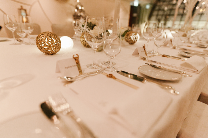 Winter wedding decoration by Peter Simon Photography - 009