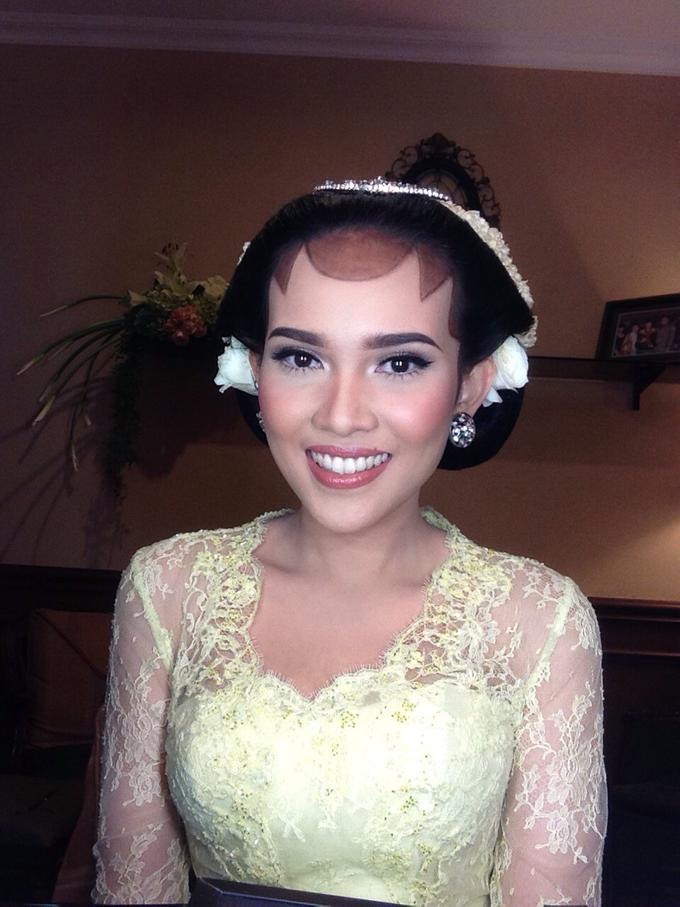 Wedding make up for Tara Rawindra (Javanese Paes& Padang) and Kathya Paramitha (National) by Yoga Septa Make Up Artist - 006