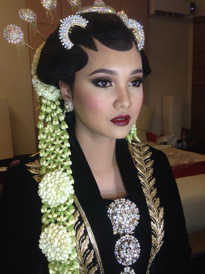 Wedding make up for Tara Rawindra (Javanese Paes& Padang) and Kathya Paramitha (National) by Yoga Septa Make Up Artist - 026