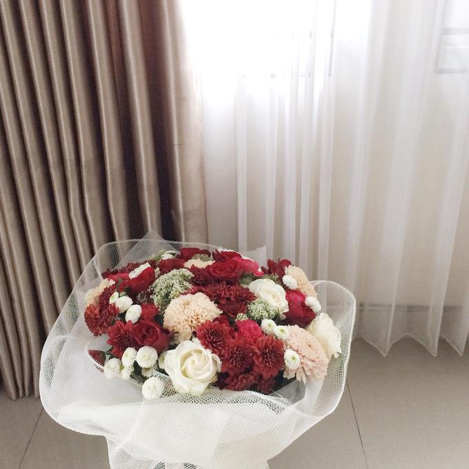 Classic Red (Wrapped Bouquet) by Fleur de Lis - 002