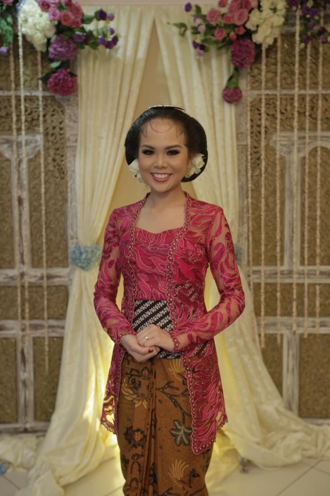 Wedding make up for Tara Rawindra (Javanese Paes& Padang) and Kathya Paramitha (National) by Yoga Septa Make Up Artist - 007