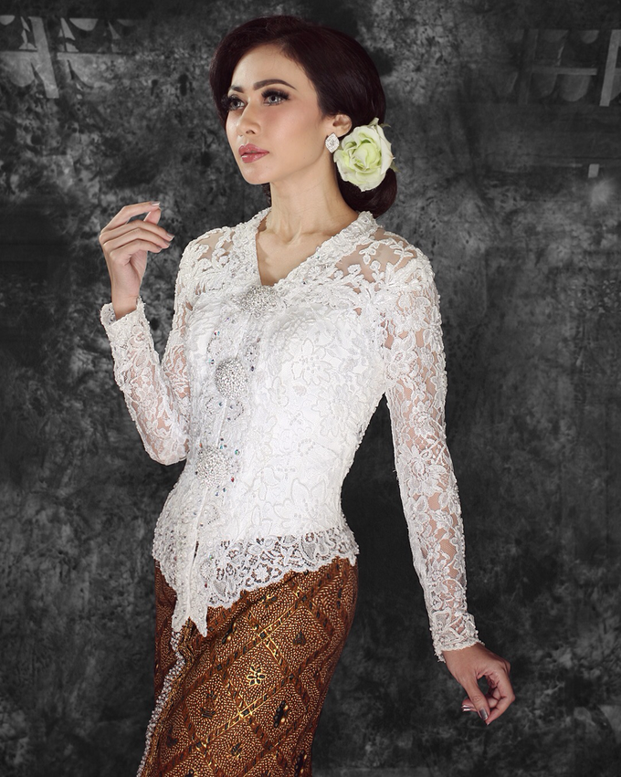 Wedding Gowns by Berkat Kebaya By Devina Shanti - 040