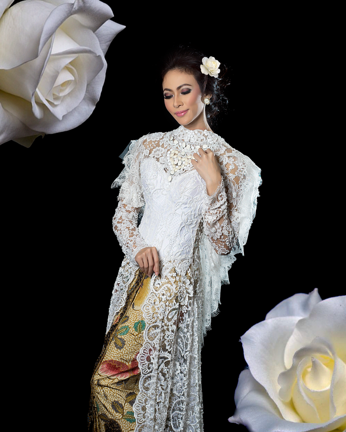 Wedding Gowns by Berkat Kebaya By Devina Shanti - 037