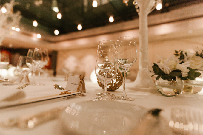 Winter wedding decoration by Peter Simon Photography - 006