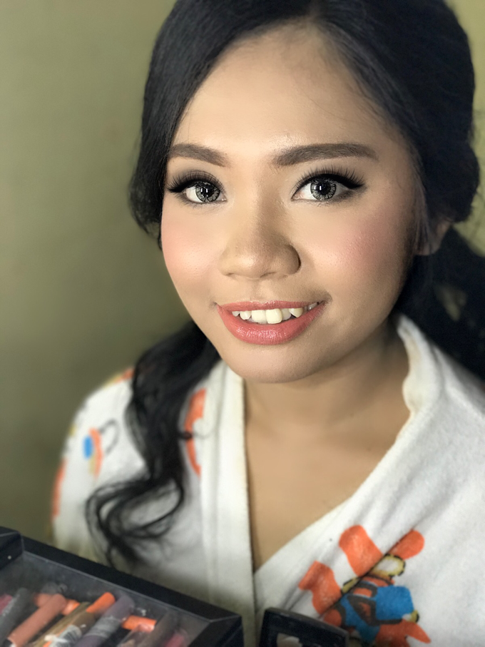 Party makeup by AyuAbriyantimakeupartist - 015