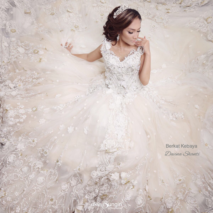 Wedding Gowns by Berkat Kebaya By Devina Shanti - 018