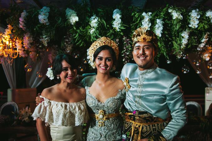 Riela & Indra Balinese Rustic Wedding at Beji Ubud  by Tirza Zoraya - 004