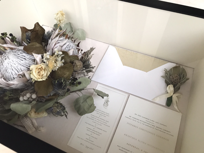 Perserved Monochrome bouquet by CONSERVÉ FLOWER PRESERVATION - 003