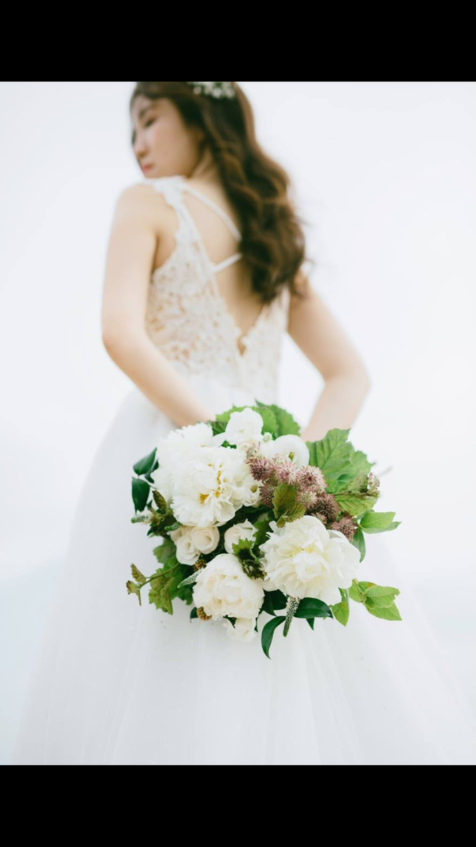 White and rustic bouquet  by Floral Paradise - 001