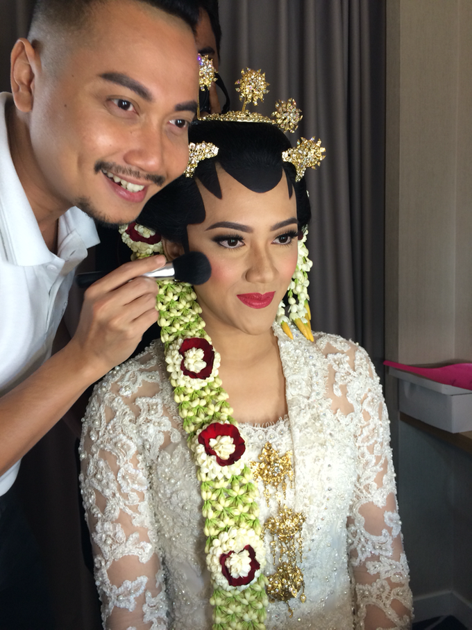 Wedding make up for Tara Rawindra (Javanese Paes& Padang) and Kathya Paramitha (National) by Yoga Septa Make Up Artist - 025