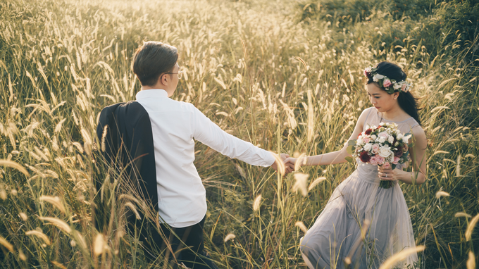 Burgundy-Sunset Prewedding Photoshoot by Liz Florals - 004