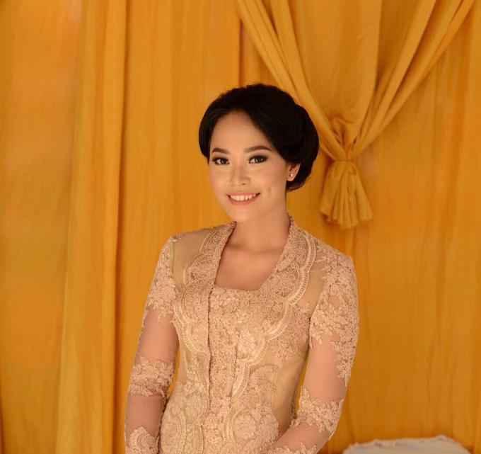 Wedding make up for Tara Rawindra (Javanese Paes& Padang) and Kathya Paramitha (National) by Yoga Septa Make Up Artist - 011