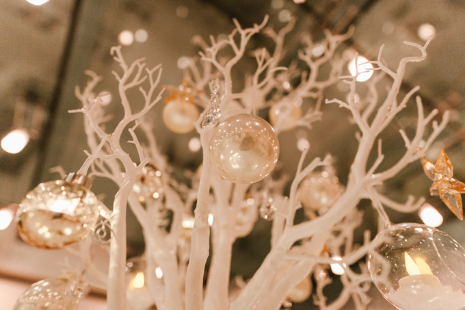 Winter wedding decoration by Peter Simon Photography - 003