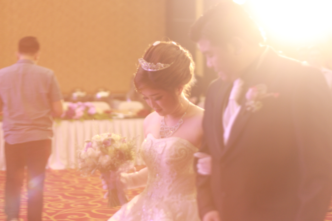 The Wedding of Hendra & Ika by Elbert Yozar - 018