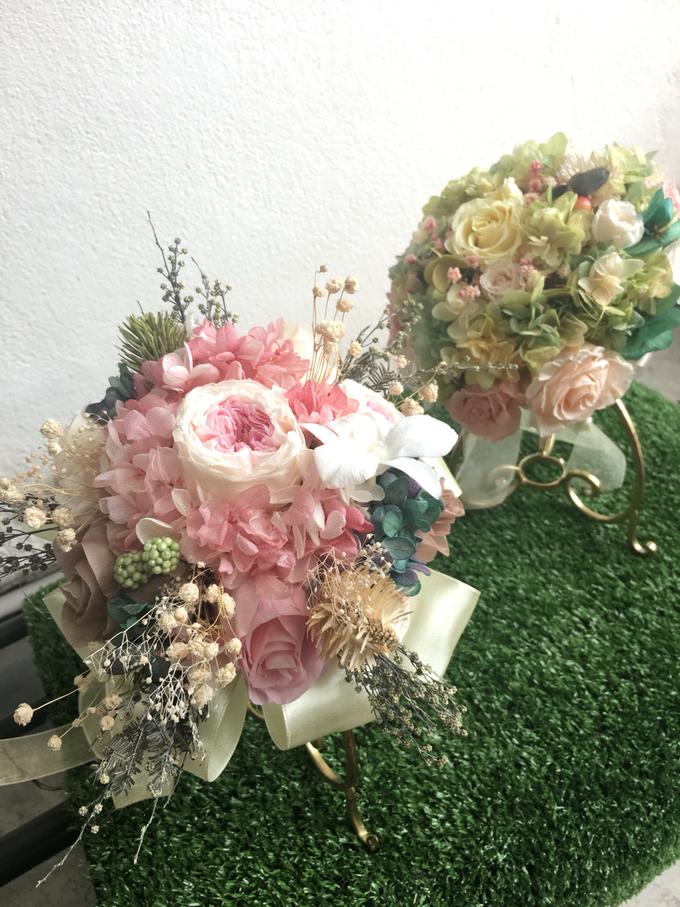Bridal hand bouquet  by Petal Co. - 005