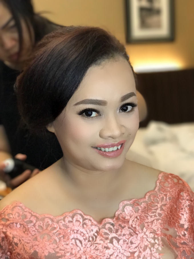 Party makeup by AyuAbriyantimakeupartist - 017