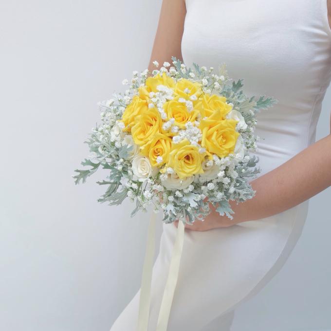 Bridal Bouquet Flowers by Benangsari Flower Studio - 001