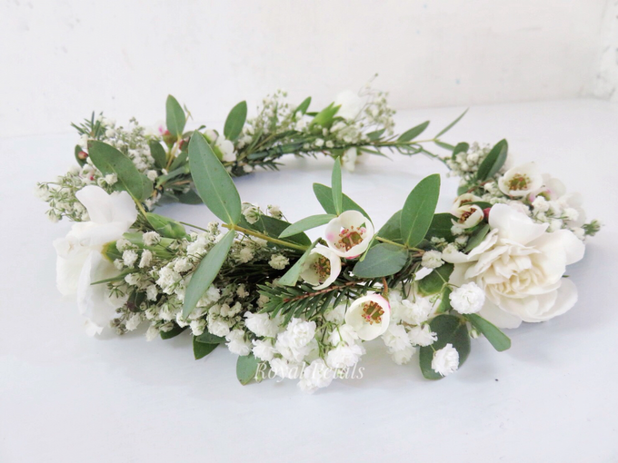 Hair piece in greenery white by Royal Petals - 002