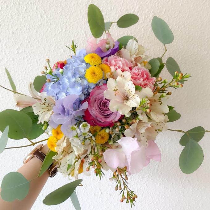 Prewedding bouquet by Liz Florals - 001