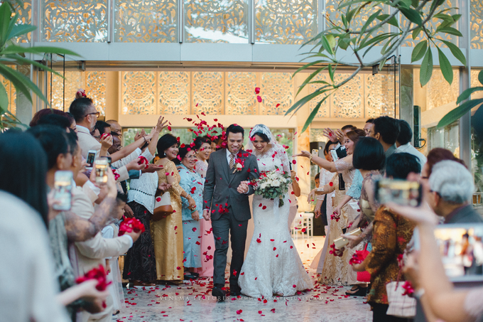 Bali Wedding : Acha & Andy Holy Matrimony by Elsie Chrysila Brides - 026