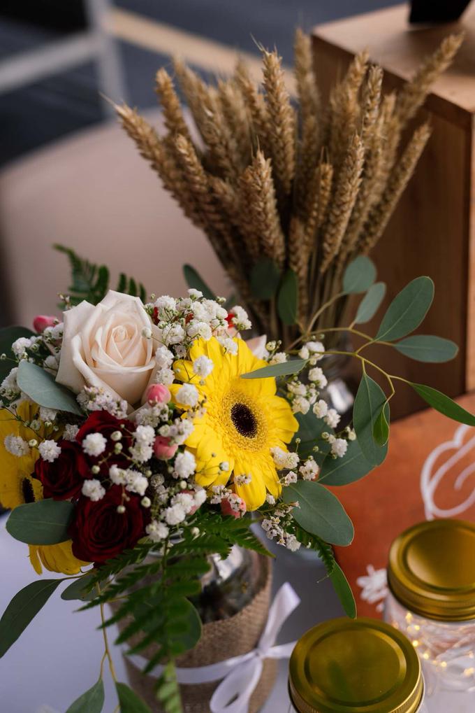 Boat Wedding Florals - Louis & Qiuwen by Liz Florals - 004