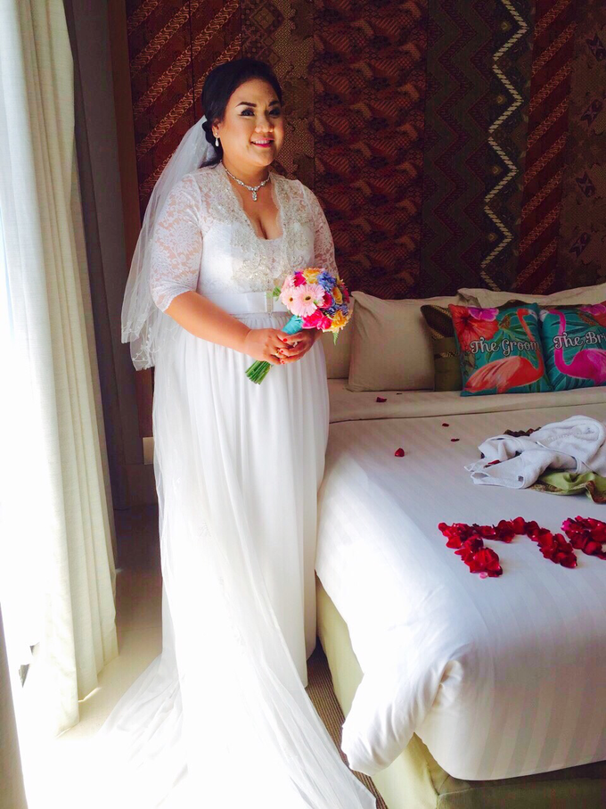 SIMPLE WEDDING DRESS TAIL BISA DI LEPAS by TS BRIDAL BALI - 008