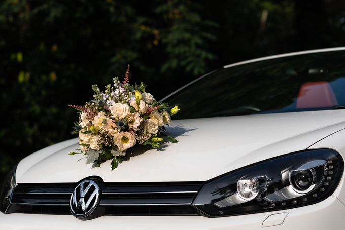 Bridal car engagement photoshoot  by Liz Florals - 001