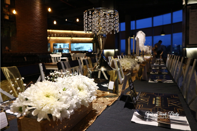 Black and Gold Table Setting (The Great Gatsby) by We Think Party ...
