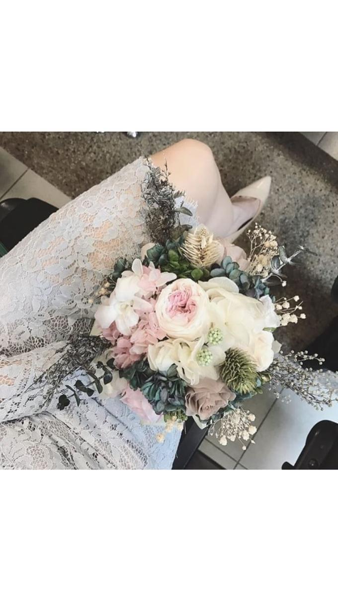 Bridal hand bouquet  by Petal Co. - 004