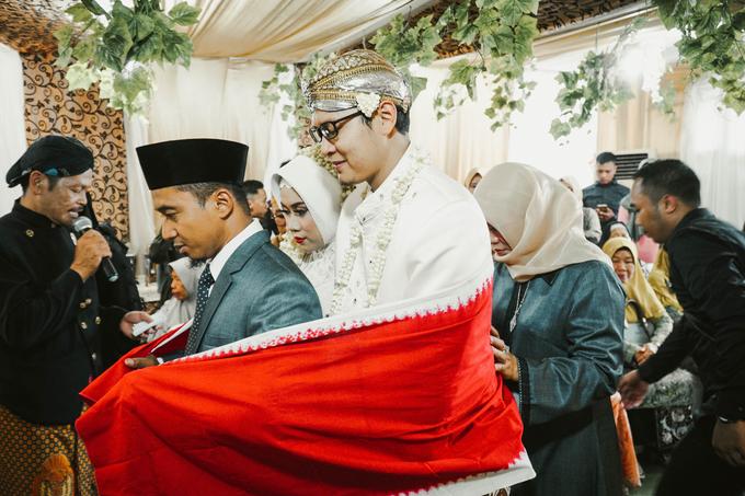 Ocha & Risman Akad Nikah (Javanese Tradition) by FIOR - 008