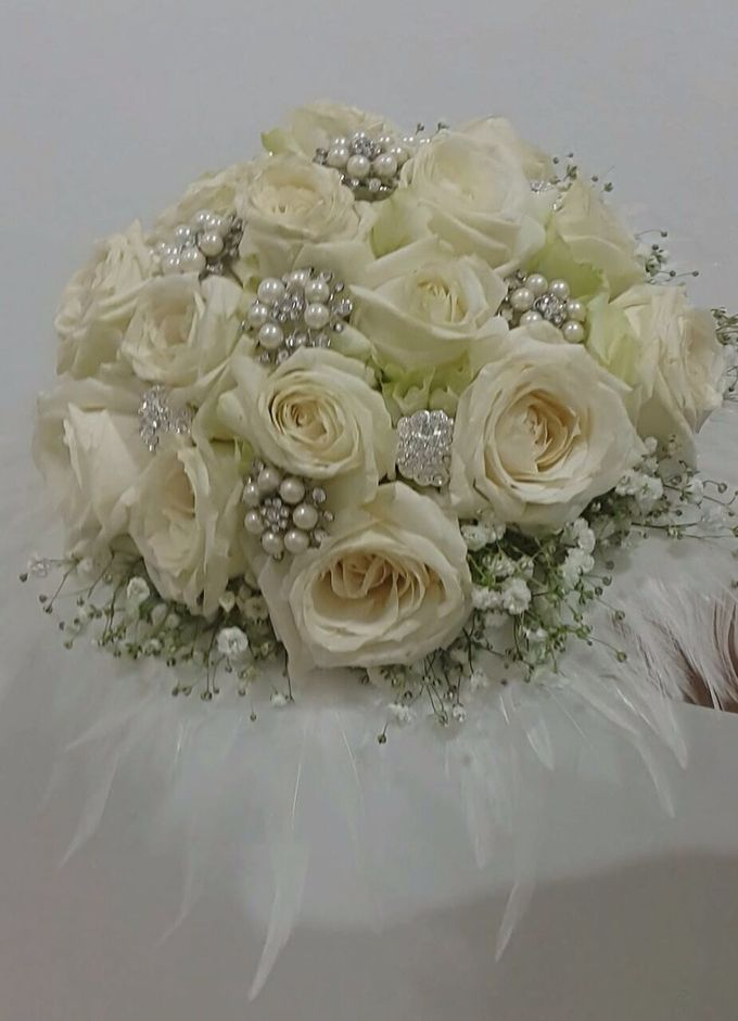 White Collection Bridal Bouquet by Amaryllis Floral Art - 002