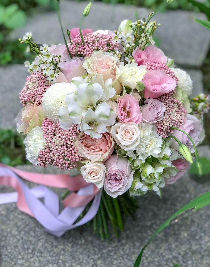 Pink and white for a pre-wedding shoot  by Florals Actually - 001