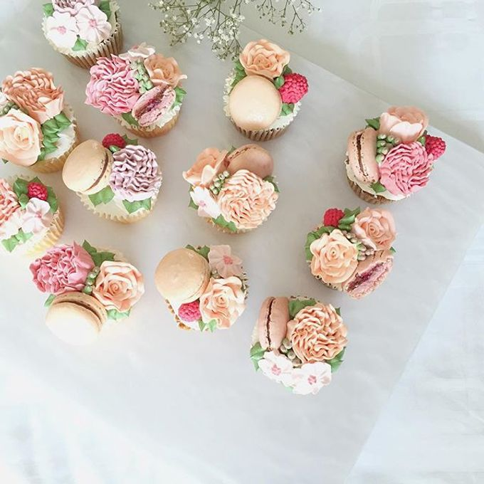 Floral cupcakes by The Rosette Co - 002