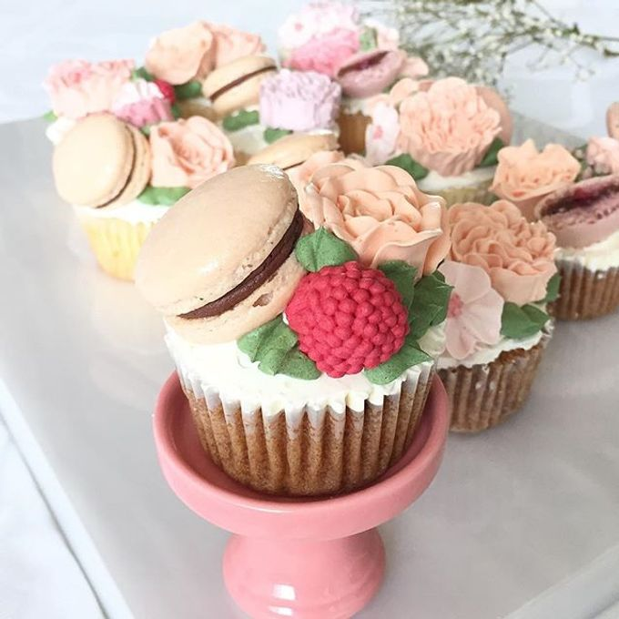 Floral cupcakes by The Rosette Co - 003
