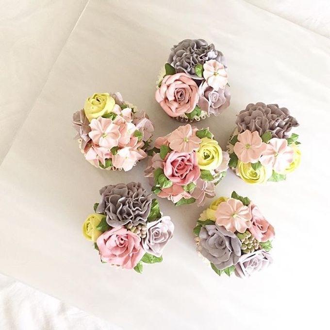 Floral cupcakes by The Rosette Co - 004