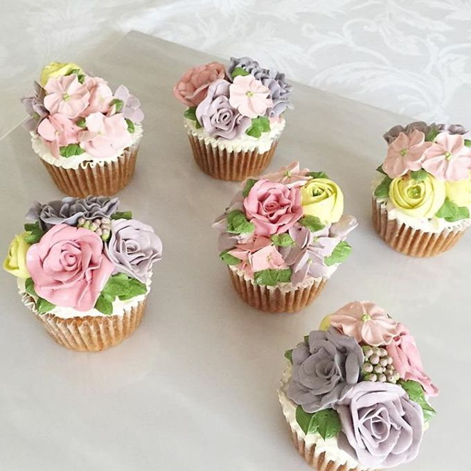 Floral cupcakes by The Rosette Co - 005