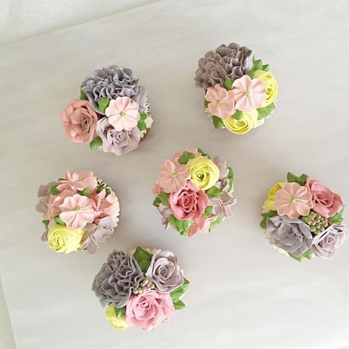 Floral cupcakes by The Rosette Co - 006