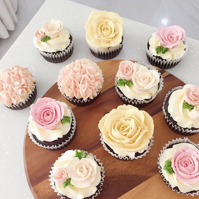 Floral cupcakes by The Rosette Co - 008