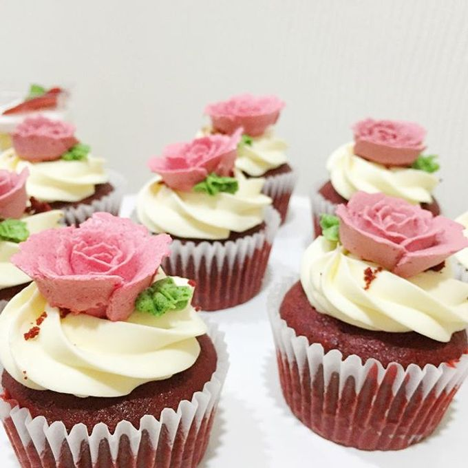Floral cupcakes by The Rosette Co - 009