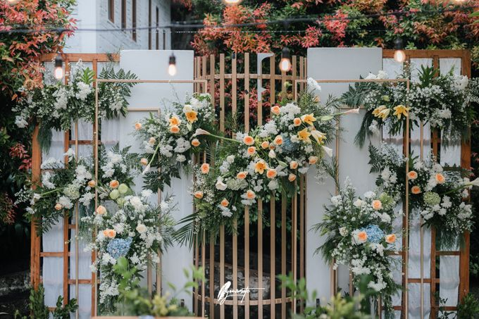 The Wedding of Astri & Edp di Cafe Manglayang by Decor Everywhere - 001