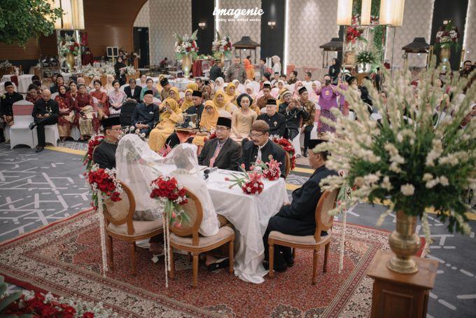 Pernikahan adat jawa dengan nuansa hijau di dalam ballroom by Imagenic - 019