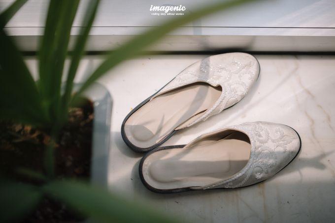 Pernikahan adat jawa dengan nuansa hijau di dalam ballroom by Imagenic - 003