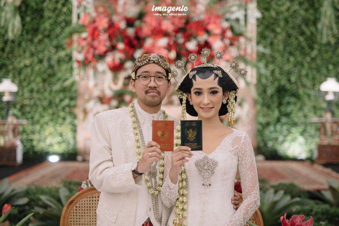 Pernikahan adat jawa dengan nuansa hijau di dalam ballroom by Imagenic - 026