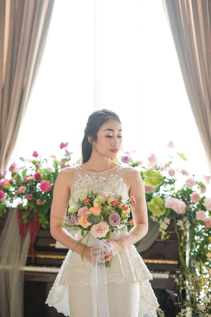 Bridal Bouquet Photoshoot by Ambrose Flower - 003