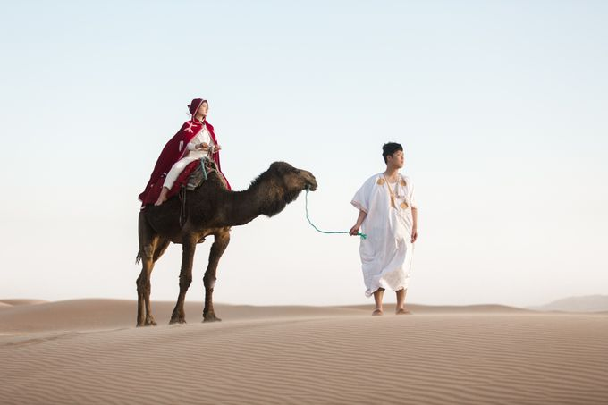 For years, I had the vision of capturing an elopement with camels in the dunes after a night in a Berber tent  by Fotomagoria - 010