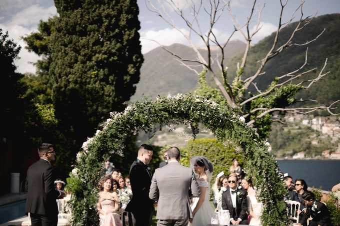 Luxury and classy destination wedding at Lake Como in Italy by Fotomagoria - 039
